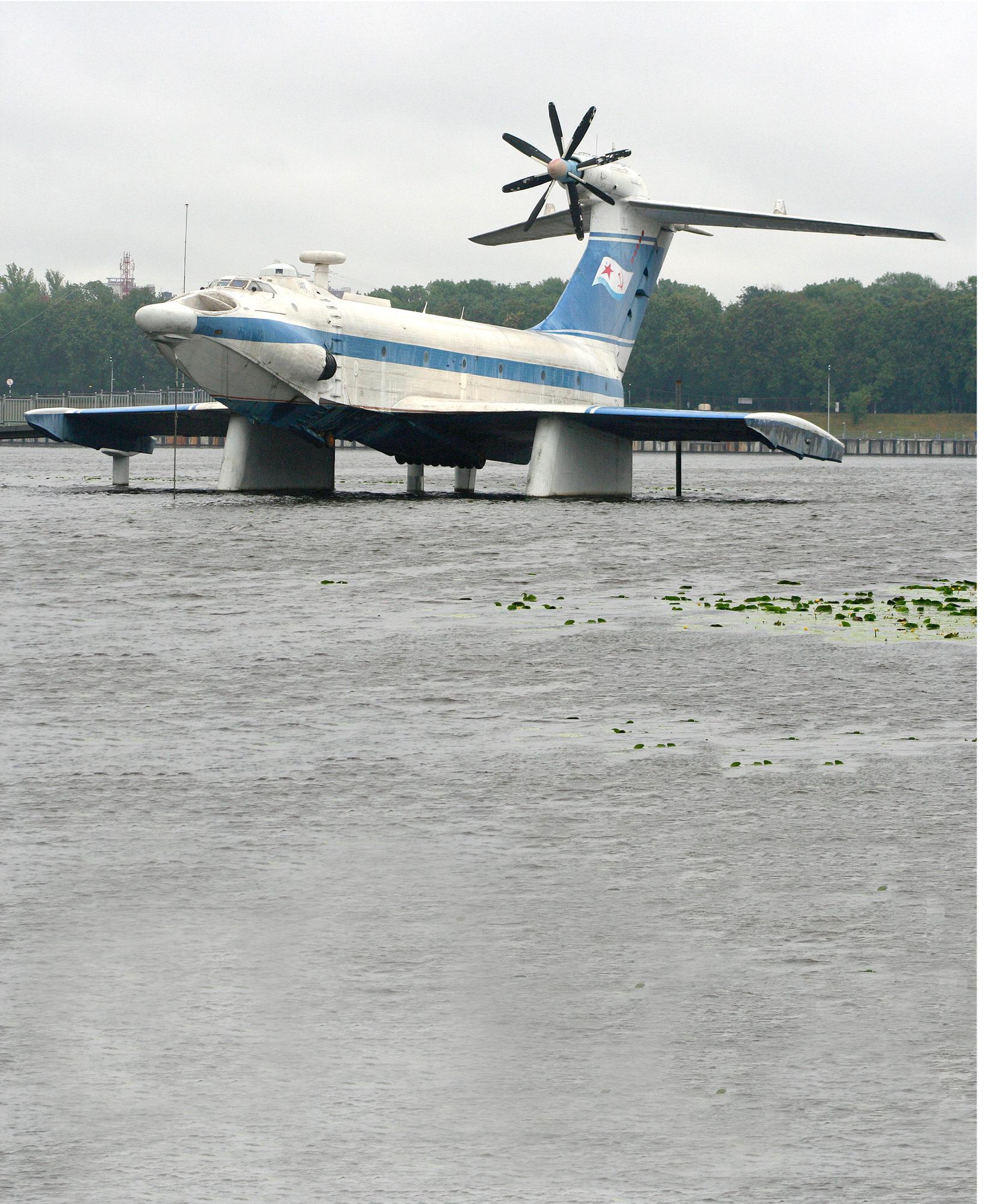 Yksi Kaspianmeren ekranoplan-ohjelman aluksista, vuosina 1980-93 neuvostoarmeijan käytössä ollut A-90, viettää eläkepäiviään Moskovassa.