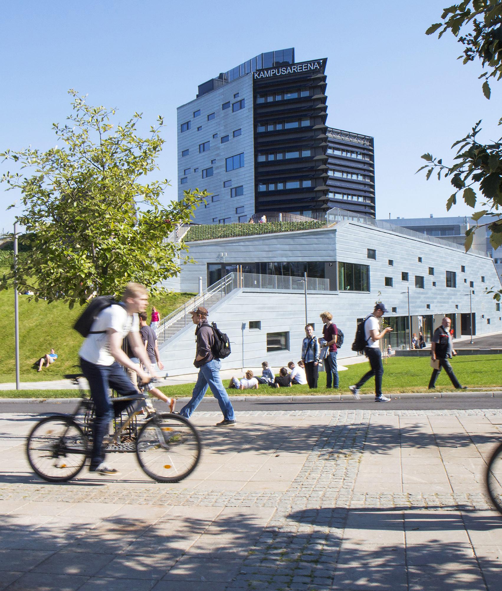 Tampereen teknillisen yliopiston kampusalueen keskelle avattiin  elokuussa 2015 Kampusareena, jossa toimii kymmeniä eri yrityksiä. Viidennessä kerroksessa sijaitsee osaajien kohtauspaikka Kampusklubi.