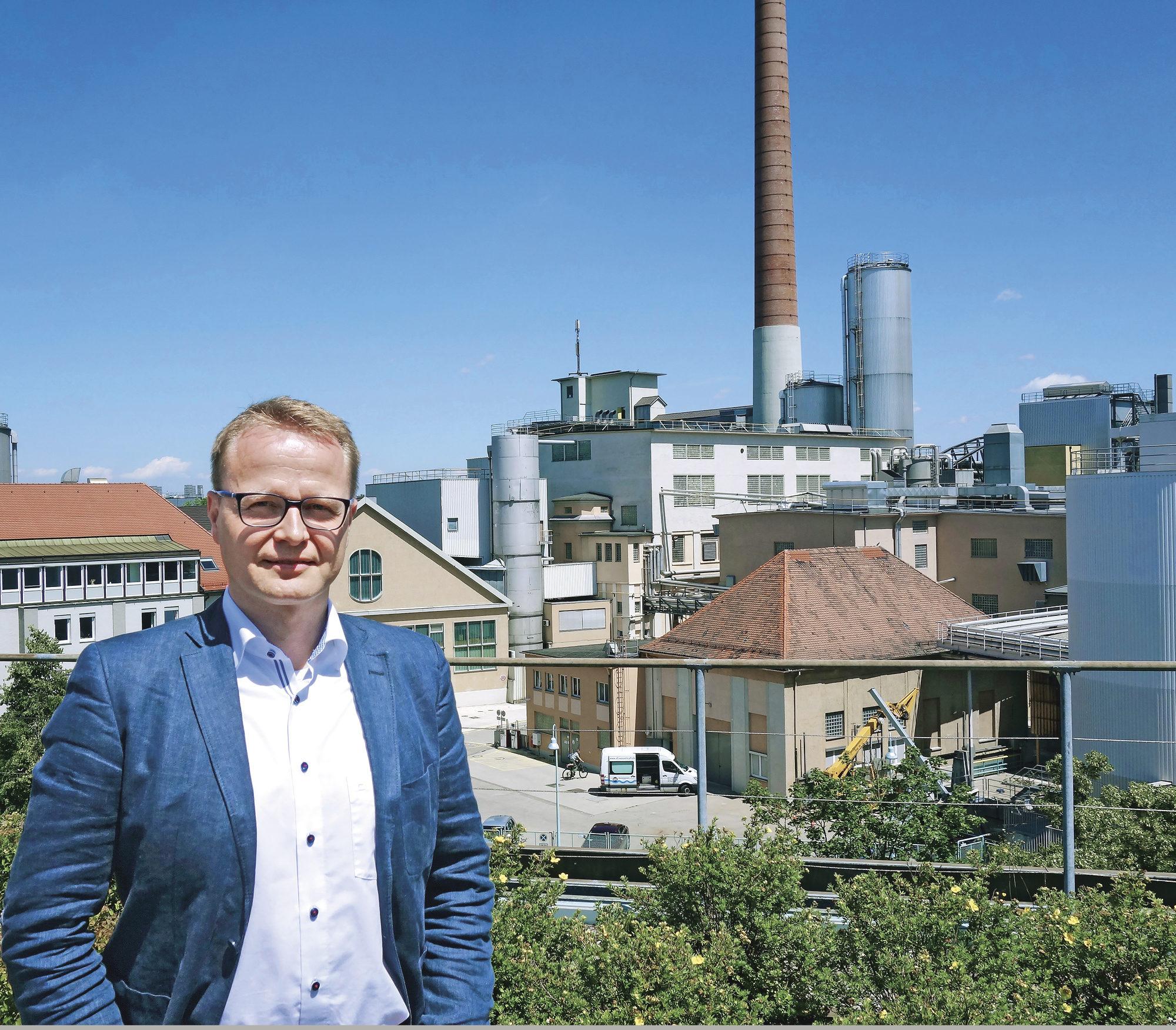 Mikko Torkkeli työskentelee UPM:n paperialan Euroopan keskuksessa Augsburgissa, Etelä-Saksassa. Hänen nykyiset työtehtävänsä liittyvät myynnin operatiivisen suunnitteluun.
