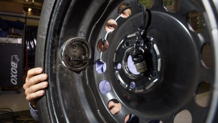 Mittausdata tuotiin auton sisään ulkokautta.