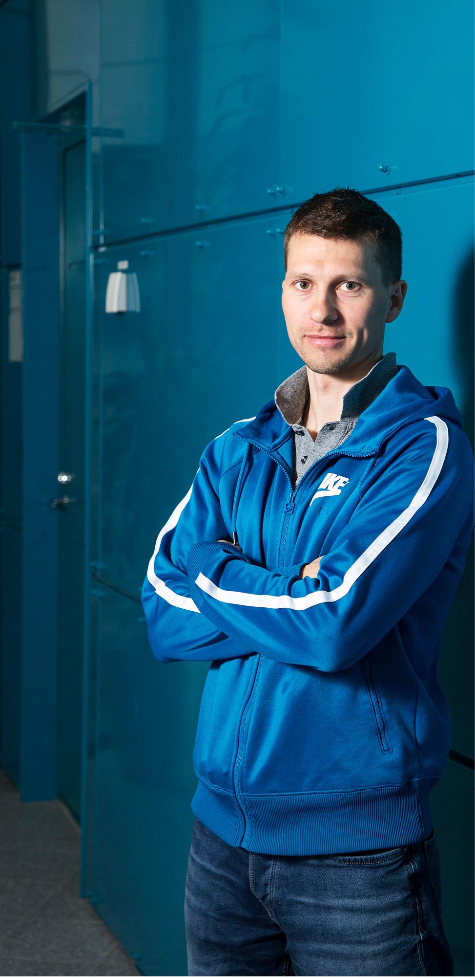 Oulun yliopiston mikroelektroniikan tutkija Jaakko Palosaari onnistui kaksinkertaistamaan kantapään alle piilotetun energiankeräimen sähköntuoton.