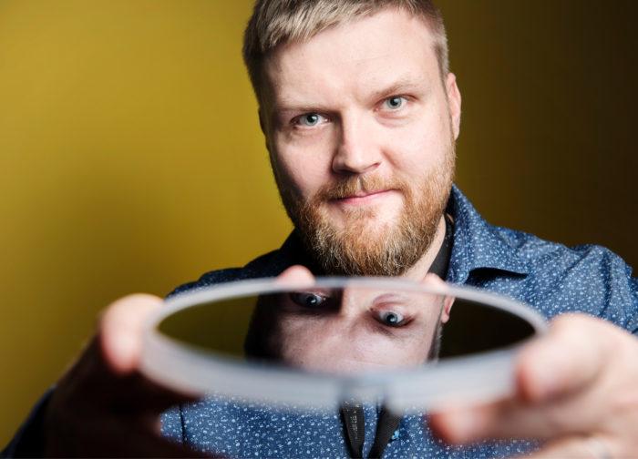 - Aika hieno juttu, että tämä on keksitty Suomessa, Markus Bosund iloitsee ALD-menetelmästä.