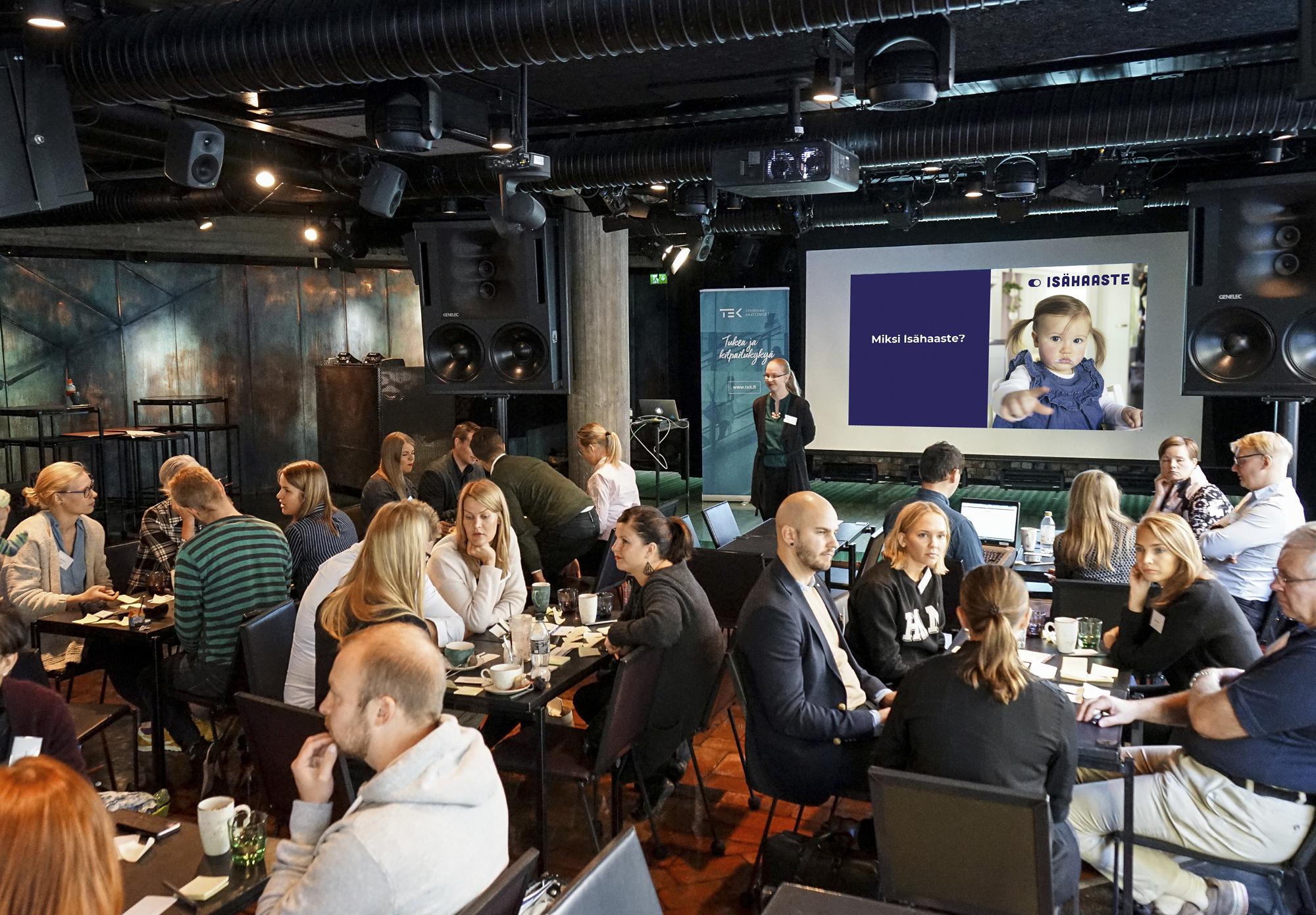 Osana Isähaaste-kampanjaa TEK järjesti syyskuussa esimiehille, HR-ammattilaisille ja henkilöstöedustajille työpajan, jossa annettiin vinkkejä perheystävällisyyden lisäämiseen työelämässä.