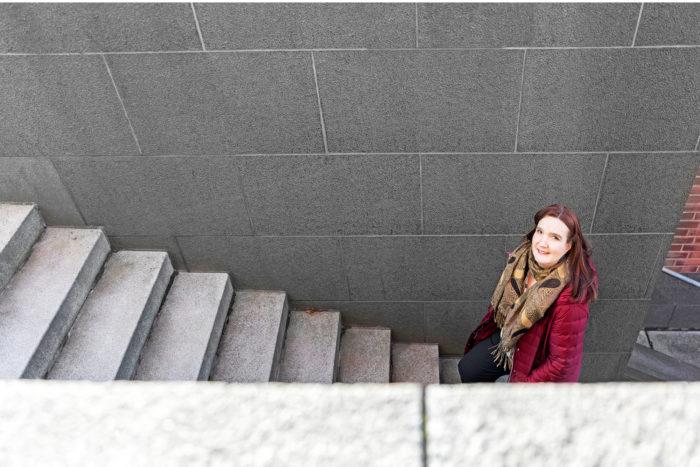 Susanna Bairohin mielestä työpaikoille voidaan luoda käytäntöjä, jotka kohtelevat työntekijöitä tasapuolisesti.