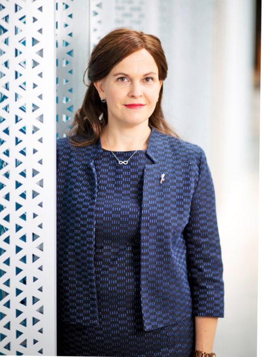 Mari-Leena Talvitie on ympäristötekniikan diplomi-insinööri Oulusta. Hän toimii kokoomuksen kansanedustajana toista kautta. Hänellä on puolisonsa Timon kanssa kaksi kouluikäistä tytärtä.